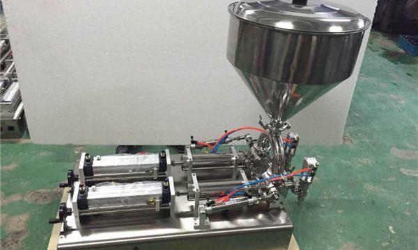 Udbredte dobbelthoveder Fyldemaskine med jordbærsyltetøj